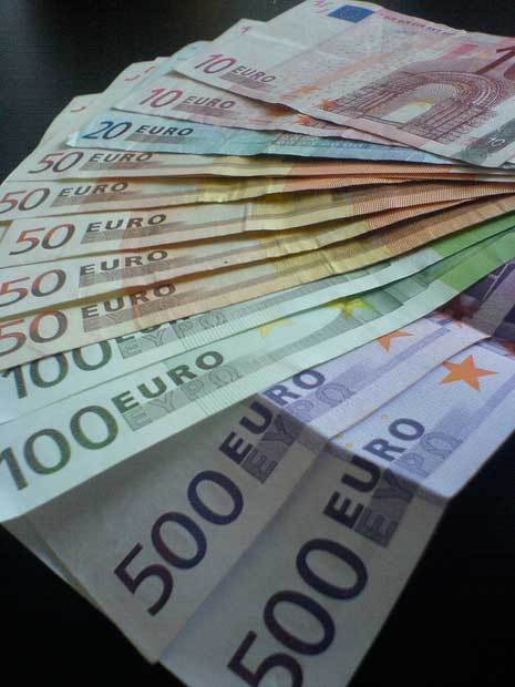 Euros spread out