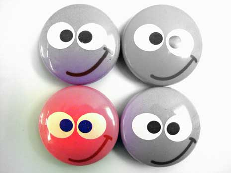 One red smiley face and three gray smiley faces
