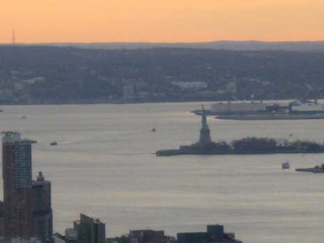 top-of-the-rock-statue-of-liberty.jpg