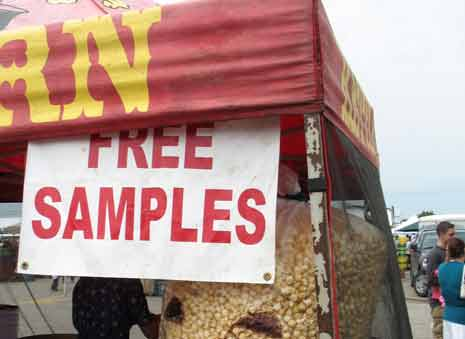 Kettle corn stand offering free samples