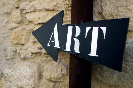 An arrow shaped sign with the word 'Art' displayed and pointing left