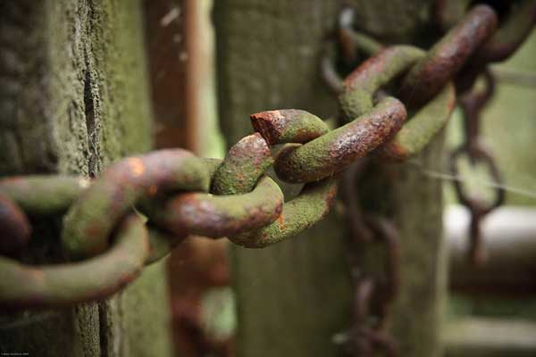 Rusty chain with a broken link.jpg
