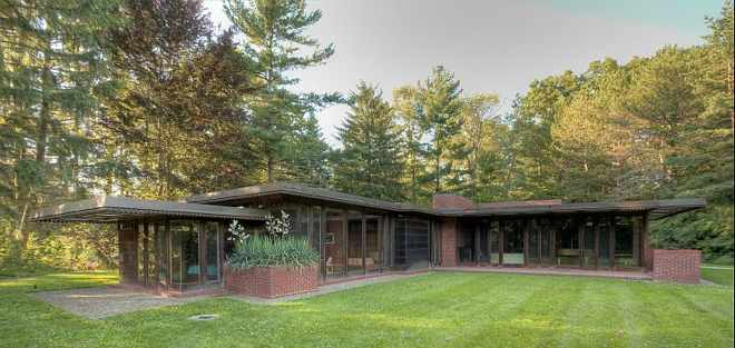 Weltzheimer Johnson House: Designed by Frank Lloyd Wright in Usonian style