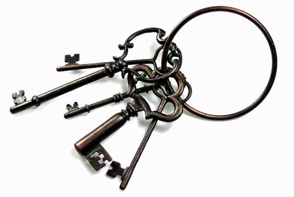Old keys on large keyring.jpg